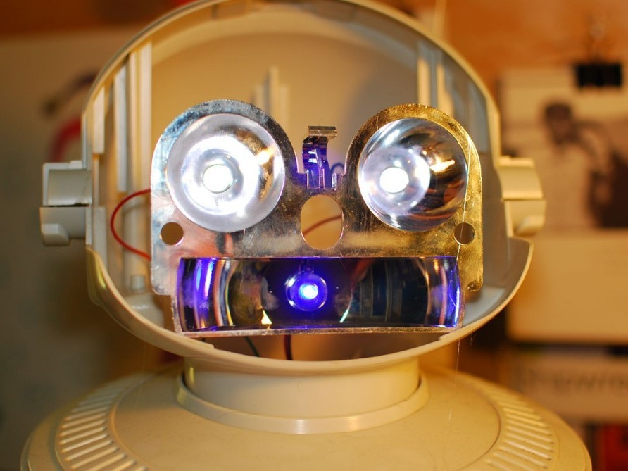 Robot Resurrection : A New Life for an Old Friend, Robie Sr., Part One