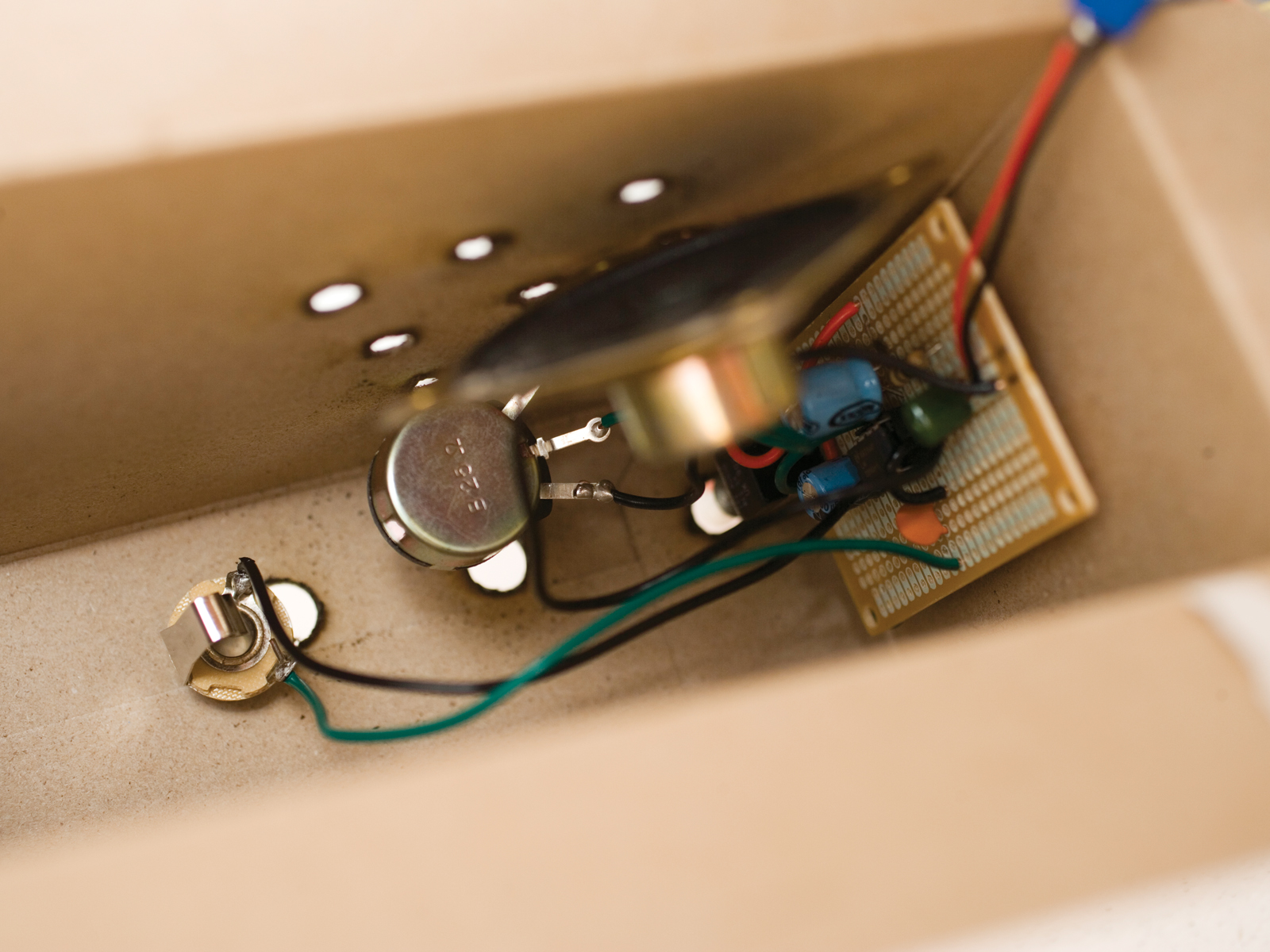 The $5 Cracker Box Amp