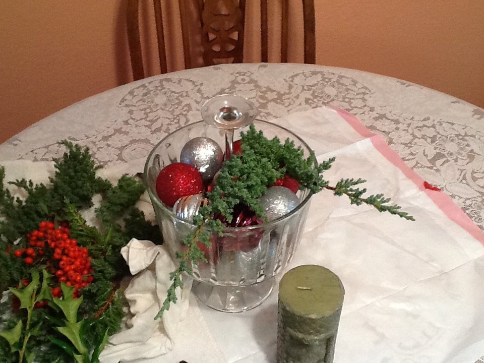 Easy Holiday Centerpiece