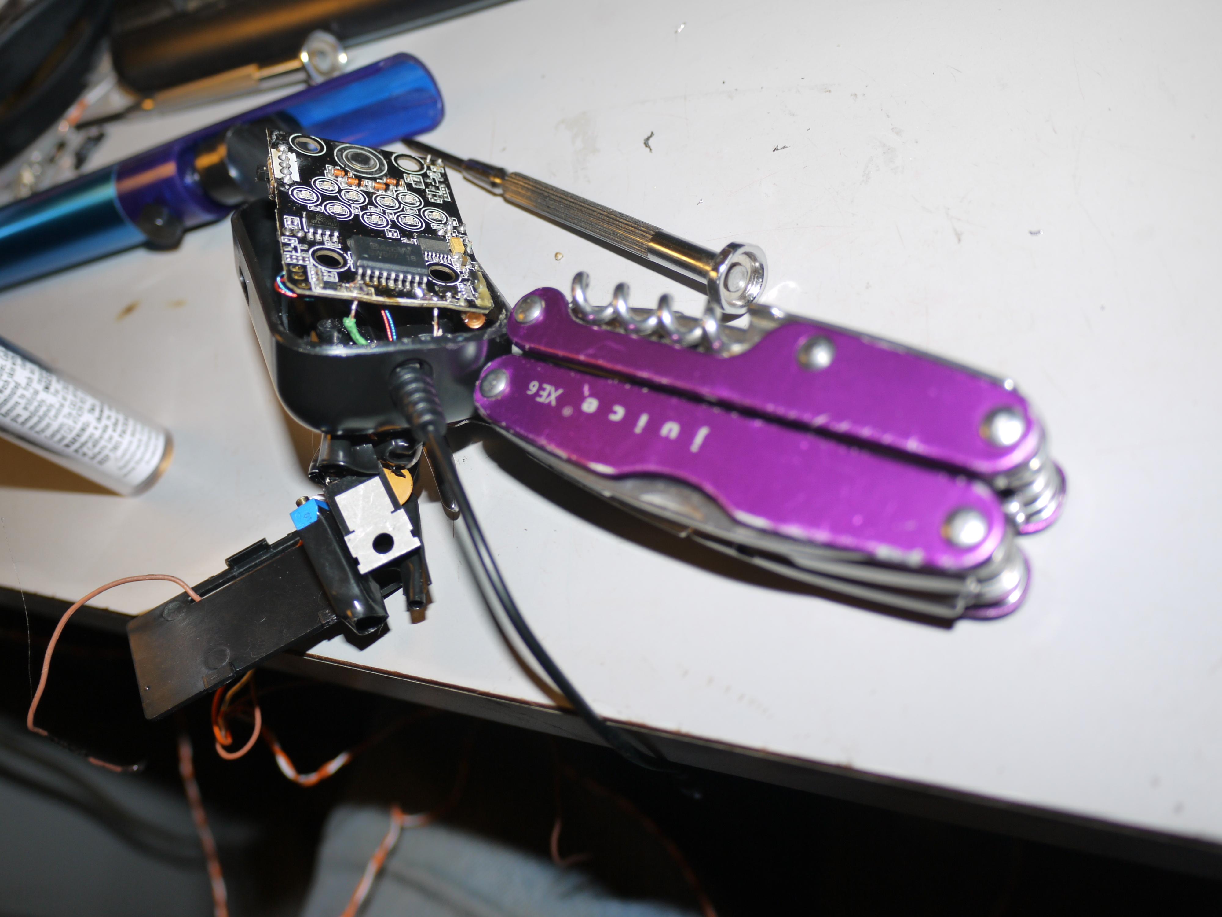 Hack the Scosche FMT4 FMTransmitter!