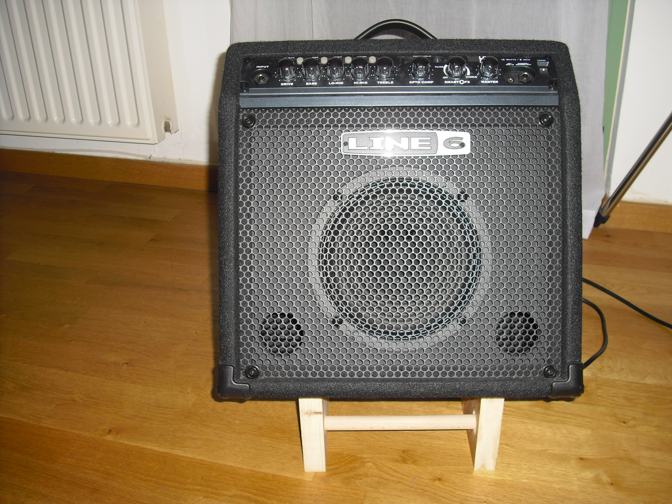 Simple Bass Amp Stand